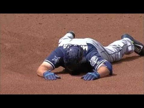 MLB Runners Tripping