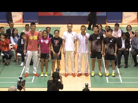Mainland Olympic Medalists Visit Sports School in Hong Kong