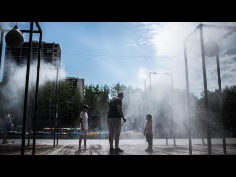 قرار إلزامية ارتداء الكمامة في الأماكن المفتوحة بعدة مدن فرنسية وباريس يدخل حيز النفاذ  - نشر قبل 4 ساعة