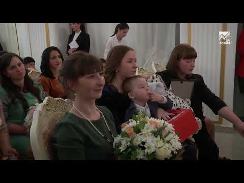 Министр труда и социальной защиты РФ Максим Топилин вручил награды матерям Карачаево-Черкесии