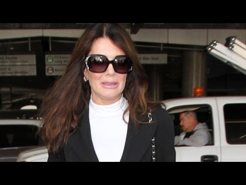 "Lisa Vanderpump Says ""The Punishment Didn't Fit The Crime"" In Regards To Billy Bush's Firing"