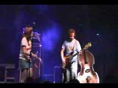 grace-potter-nothing-but-the-water-2-live-at-wakarusa-capturedalive