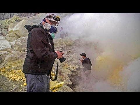 Is This The Most Dangerous Job? Sulphur Miners Work Near Volcanoes With Highly Toxic Sulphur