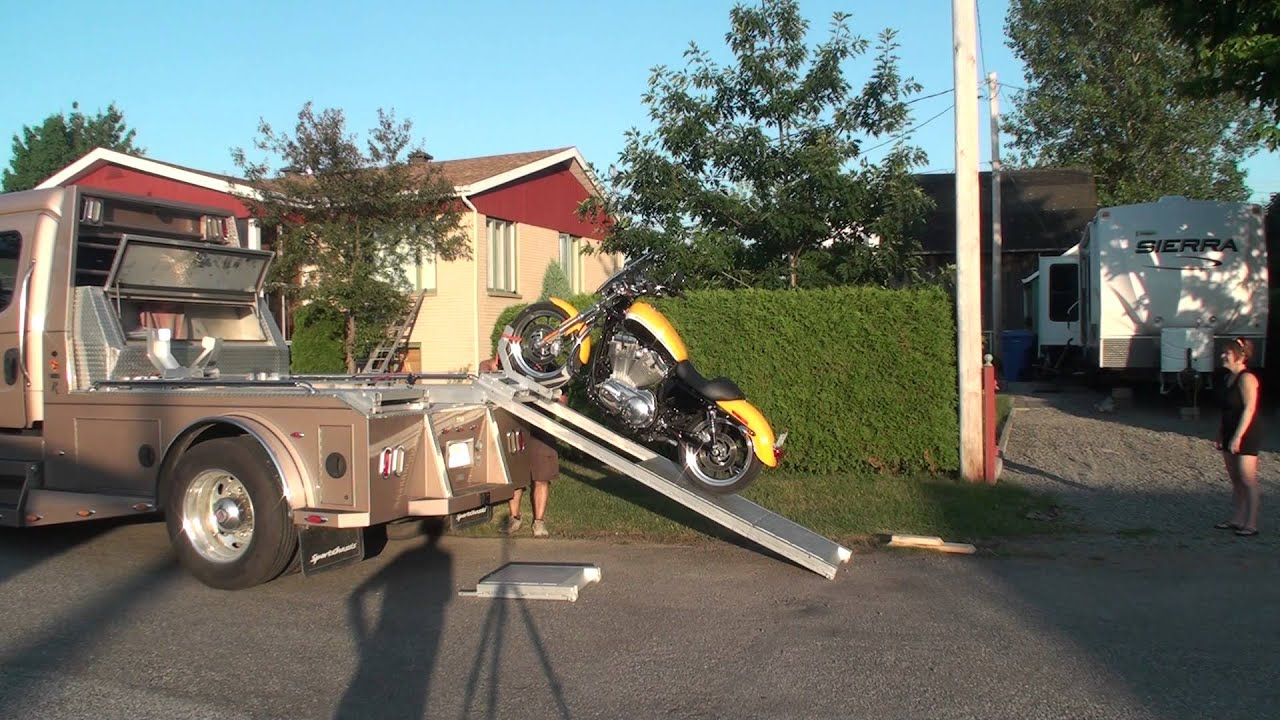 motorcycle electric ramp rampe pour moto lectrique youtube. Black Bedroom Furniture Sets. Home Design Ideas