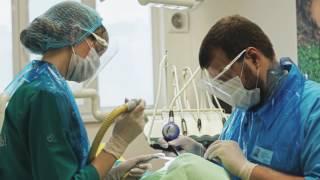 видео Как чистят зубы системой Air Flow