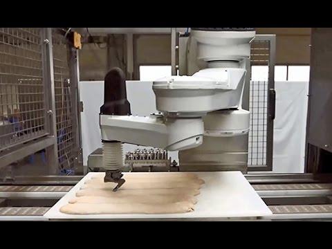 Stäubli FAST picker TP80 robot in bread scoring application