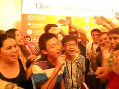 Top China Brazil in Beijing Friendship Hotel Brazilian friends Sing Chinese song.mp4