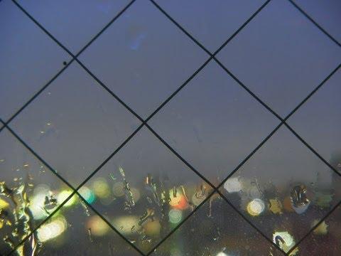 timelapse 雨の夜更けのガラス