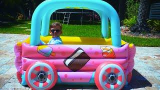 سينيا وأبي وألعابهم المضحكة بالسيارات