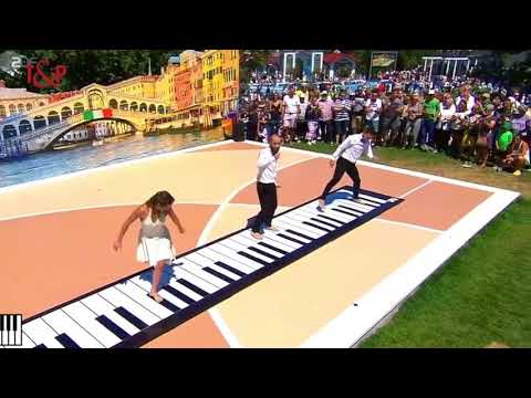 A touch of music with the Giant Piano