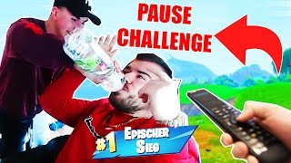 *PAUSE CHALLENGE* in FORTNITE with little brother and that happened.