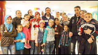 إستقبال الجمهور لـ محمد إمام أثناء زيارته لمستشفى 57357