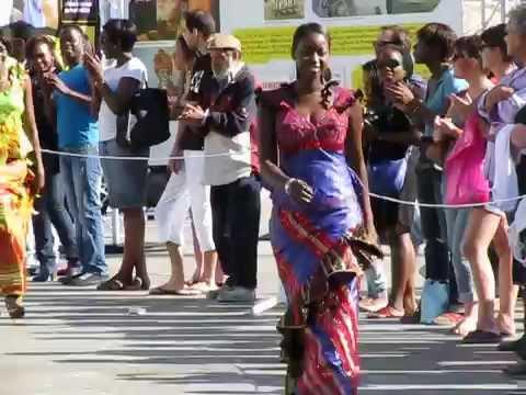 Defilé de Mode africaine femme - African women fashion (paris 2012)