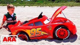 نيكيتا يركب لعبة السباق ويعلق في الرمال
