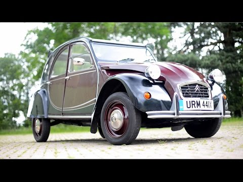 Citroen 2CV Charleston goes for a drive