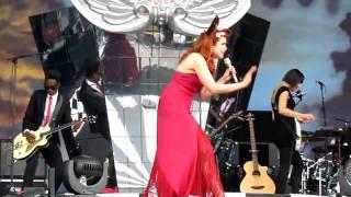 Paloma Faith - Sexy Chick live at V Festival 2010
