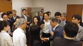 청와대 기자들 놀라게 한 문재인 대통령 깜짝 방문