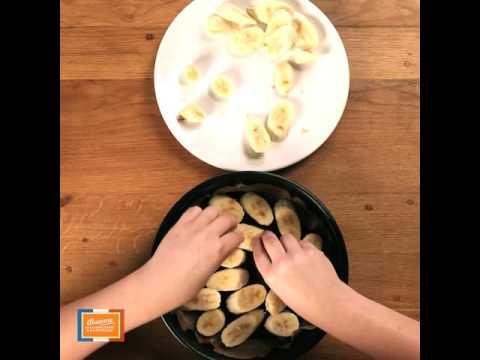 gâteau-renversé-à-la-banane-de-guadeloupe-&-martinique,-rhum-antillais-et-raisins