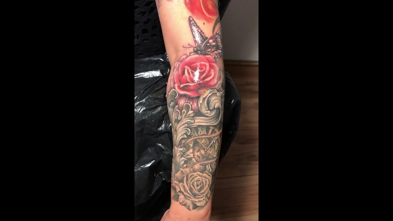 találkozó tetoválás férfi