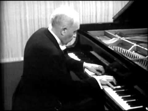 Robert Casadesus - Ravel Sonatine II 2/3 VIDEO