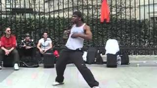 Танцы на улице Парижа