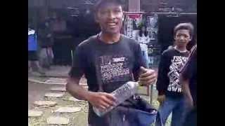 Indonesia Kreatif : PEDAGANG Mainan Kreatif dari Botol DAUR ULANG Meniru Suara Orang