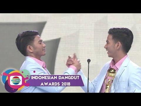 TOP!! Rizki Ridho Menyabet Piala IDA Kategori Penyanyi Dangdut Duo/Grup Terpopuler