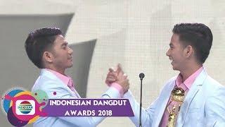 Download lagu TOP!! Rizki Ridho Menyabet Piala IDA Kategori Penyanyi Dangdut Duo/Grup Terpopuler