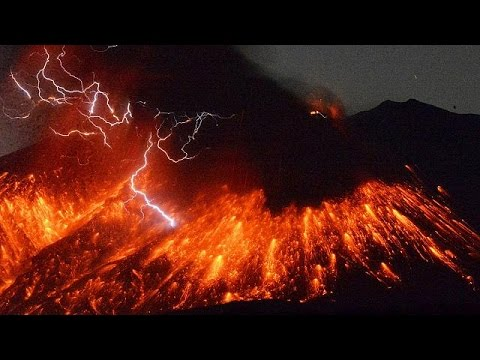 vid o le volcan japonais sakurajima crache le feu 50 km d 39 une centrale nucl aire youtube. Black Bedroom Furniture Sets. Home Design Ideas