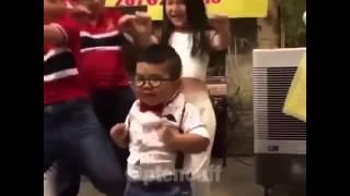 Девушка,  я не танцую!