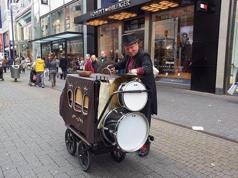 Amazing Welcome to Köln !! Barrel Organ Playing on Street !!