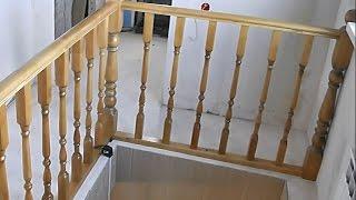 Лестничные перила и ограждения. Устанавливаем деревянный столб на бетонный пол.(Изготовление лестниц http://ast-30r.ru При изготовлении ограждения часто возникает вопрос: