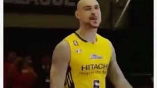 Robert Sacre's HILARIOUS Japanese Dunk Contest Performance