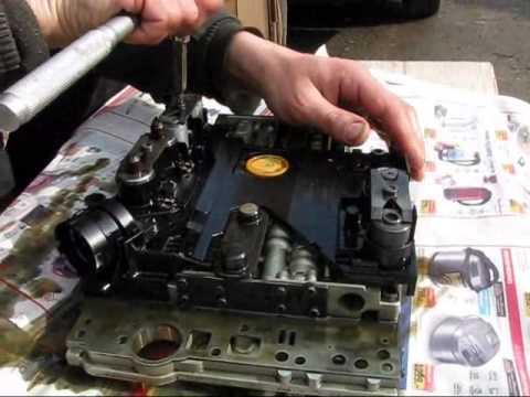 Замена масла в АКПП серии 722.6 Mercedes w210 Чистим блок управления, промываем гидроблок.