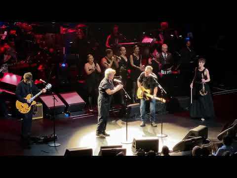 Bruce Springsteen and John Mellencamp sing their '80s classics together at Rainforest Fund benefit