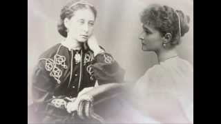 Скачать Romanovs Tribute Девочка смотрит на свою маму
