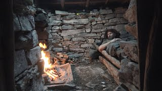 Overnight: In a abanḋoned stone cottage 2 days solo on the mountain 1000m height with my puppy!