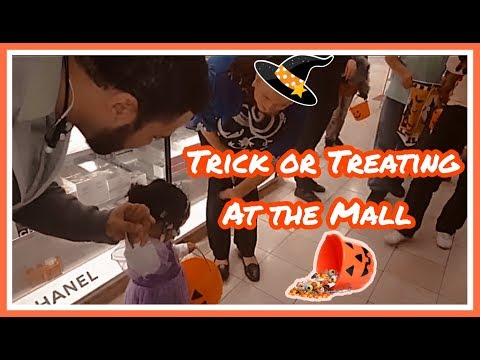 Trick or Treating At The Mall!