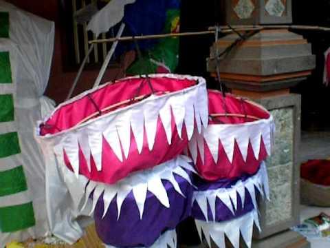 Bali - Building the Gaja Barong Lampion