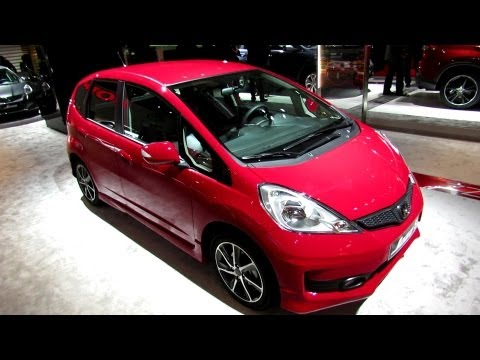 2013 Honda Jazz Si - Exterior and Interior Walkaround - 2012 Paris Auto Show