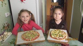 Как быстро приготовить пиццу дома на сковородке вместе.(Готовим пиццу дома.Помогаем маме., 2015-02-28T13:07:41.000Z)