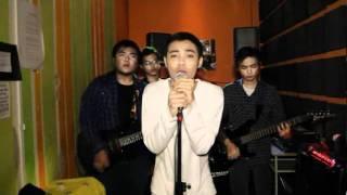 Repeat youtube video SanoTri - Tiada Wanita Selainmu (Original Music Video)