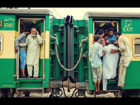 Fast Speed of Green Express - | Pakistan Railways |