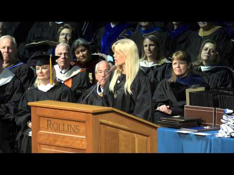 Elin Nordegren jokes about Tiger Woods in college graduation speech