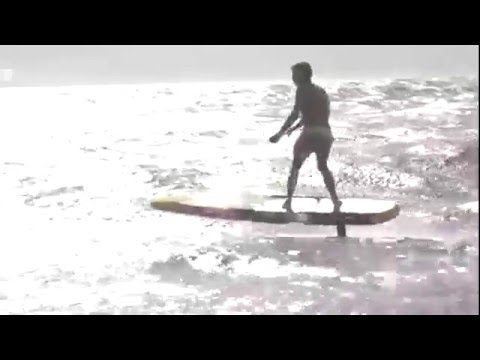 Amazing demonstration of SUP downwind hydro foiling