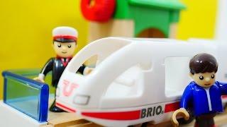 Видео для детей: поезда и машинки. Железная дорога Брио и новый вагон для игрушечного поезда(Видео для детей, которые любят интересные игрушки, игрушечные поезда и самолеты, истории про человечков..., 2016-06-10T06:14:10.000Z)
