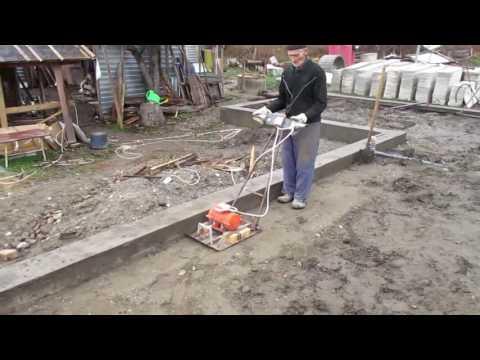 видео: ✔ Как сделать пол по грунту своими руками. Засыпка и трамбовка [Построить дом своими руками]