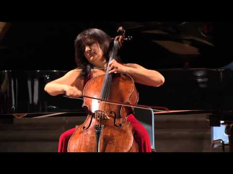 J.S. BACH – Suite in Do magg n. 5 per violoncello BWV 1009 - CHIESA /Bach in Black
