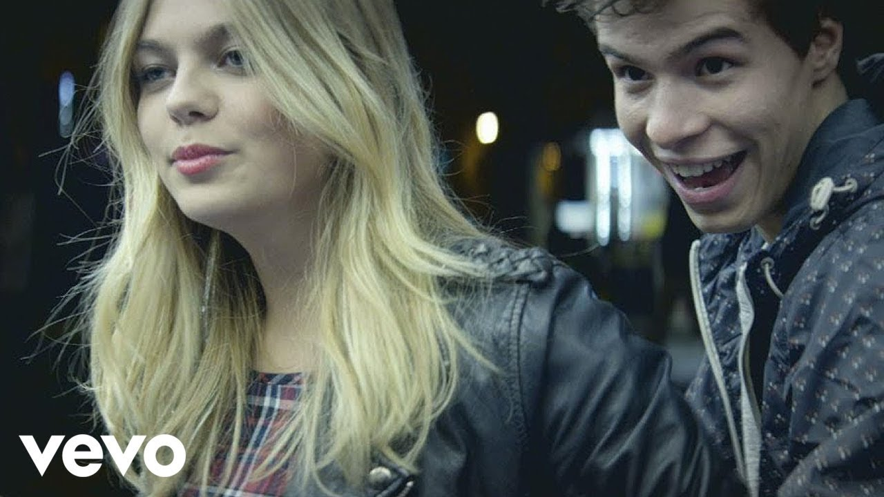 Louane avenir clip officiel youtube for Louane emera chambre 12