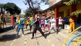 Download lagu Di Sini Menanti di Sana Menunggu Senam Kreasi Via Vallen
